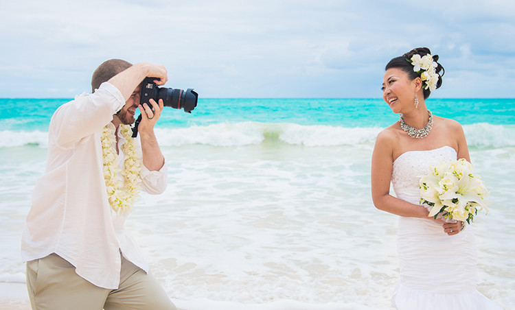 HOW TO CHOOSE YOUR HAWAII WEDDING PHOTOGRAPHER
